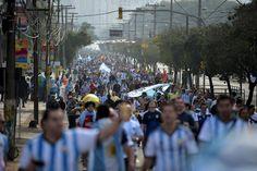 Festa azul, algoz brasileiro e Guardiola: imagens que marcaram Nigéria x Argentina no Beira-Rio - Copa 2014 - Esportes - Zero Hora
