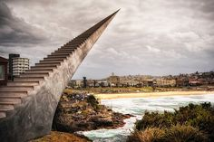 """Diminish and Ascend"", em Bondi Beach, na Austrália"