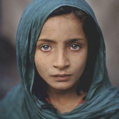 Steve McCurry, Afghan Girl with Green Shawl