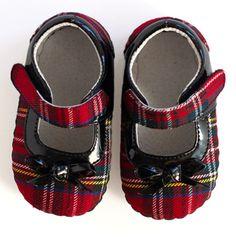 Plaid - so cute Tartan Mary Janes. Scottish Plaid, Scottish Tartans, Tartan Fashion, Look Fashion, Tweed, Cute Baby Shoes, Tartan Plaid, Looks Cool, Houndstooth