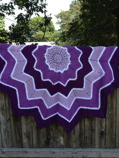 Rainbow Ripple Baby Blanket // free pattern