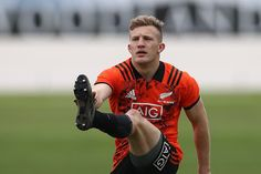 Damian McKenzie (New Zealand) All Blacks Rugby, Rugby Players, Sport Motivation, Manchester United, Arsenal, Badges, Liverpool, Ballerina, Chelsea