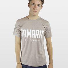 CAMISETA JASPEADA TAMARIT MARRÓN  Camiseta 100% algodón fabricada en España, con los mejores materiales. Serigrafiadas con tintas de alta calidad.     Incluye caja de cartón y 3 pegatinas.