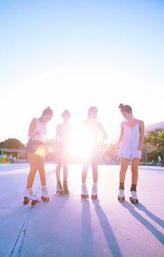 Me juntei com um grupo de meninas lindas no Parque dos Patins aqui do Rio pra aprender e praticar o esporte.