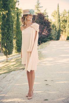 vestido corto rosa maquillaje. De alquiler en www.lamasmona.com