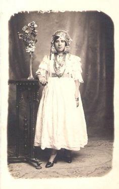Blouza, tenue traditionnelle de Tlemcen, fin du XIXe siècle..jpg