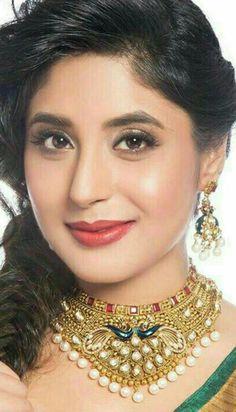 Beautiful Indian Actress, Beautiful Actresses, Beautiful Women, Heart Gif, Glamorous Makeup, Top Celebrities, Beauty Girls, Muslim Women, Girl Face