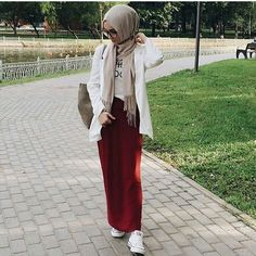 likes, 7 comments … Street Hijab Fashion, Abaya Fashion, Muslim Fashion, Modest Fashion, Skirt Fashion, Fashion Dresses, School Fashion, Fashion 2020, Simple Hijab