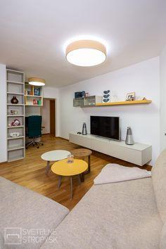 Svetelný strop CIR 600 s nepriamym svietením v dekóre oranžová a v pozadí pracovňa s prisadeným svetelným stropom CIR 600. Bratislava, Corner Desk, Furniture, Home Decor, Corner Table, Decoration Home, Room Decor, Home Furnishings, Home Interior Design