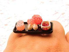 Sushi ring    Wij zijn DOL op deze cupcake en sushi ringen van SouZouCreations.