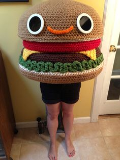 Knit Dreams from MitiMota - Giant Crochet Hamburger Amigurumi Crochet Humor, Crochet Food, Crochet Gifts, Crochet Dolls, Crochet Yarn, Crochet Mandala, Crochet Afghans, Crochet Blankets, Crochet Stitches