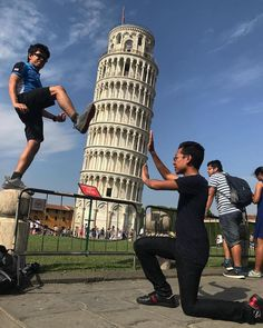 20+ Creative Tourist Photos of the Leaning Tower of Pisa