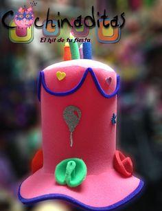 Estamos convencidos de que en un cumpleaños el que debe de distinguirse es el festejado, por eso tenemos lo necesario. #InnovandoTuFiesta (Sombrero de pastel con velas)