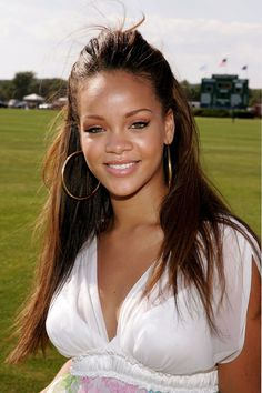 """From """"Pon de Replay"""" to """"Pour It Up"""", The Vogue Editors Share Their Favourite Rihanna Tracks Of All Time Young Rihanna, Rihanna Baby, Mode Rihanna, Rihanna Riri, Rihanna Style, Best Of Rihanna, Replay, Rihanna Video, Rihanna Outfits"""