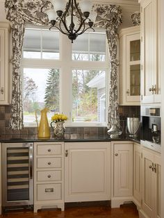 French black toile. Cute kitchen. Love the cabinets.