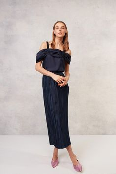952948084fc5f Tibi Resort 2018 Collection Photos - Vogue #fashionnews Resort Wear, Daily  Fashion, Fashion