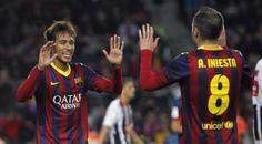 GRA425. BARCELONA, 17/12/2013.- El delantero brasileño del FC Barcelona Naymar Da Silva (i) celebra su gol, tercero del equipo, con Andrés I...