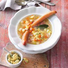 Ein Eintopf mit Kartoffeln und Würstchen - das weckt Kindheitserinnerungen. Warum ändern, was uns bei Oma am Küchentisch schon so gut geschmeckt hat?