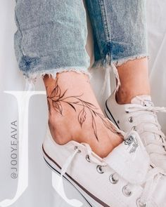 If you are looking for feminine tattoos this post was made for you. Here are the best feminine tattoos created by Jooy Fava from Brazil. Vine Tattoos, Cool Tattoos, Tatoos, Ankel Tattoos, Awesome Tattoos, Leaf Tattoos, Tattoo Girls, Girl Leg Tattoos, Little Tattoos