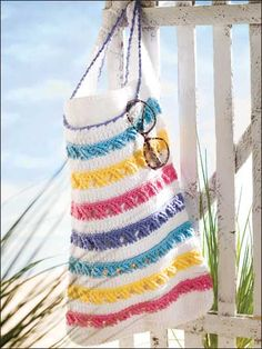 Surf's Up!  You need to become a member of the site to download PDF's. NO membership fees! FREE DOWNLOADS! Just click on the Accessories link (left on page) for Handbag Patterns.
