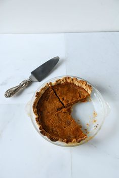 Classic pumpkin pie gets a vegan makeover, with a coconut oil crust too! Healthy Holiday Recipes, Vegan Dessert Recipes, No Bake Desserts, Healthy Desserts, Vegan Pumpkin Pie, Pumpkin Recipes, Vegan Tarts, Vegan Baking, Vegan Food