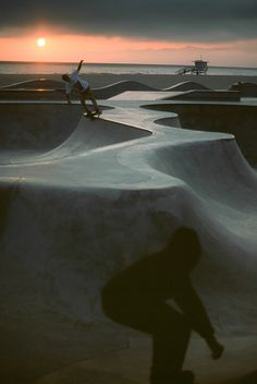 Venice Beach Skatepark #skateparks #california Find Skate Parks Near you using DECKCHANGER now available in GooglePlay!