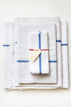 variopinte cobalt table linens – Lost