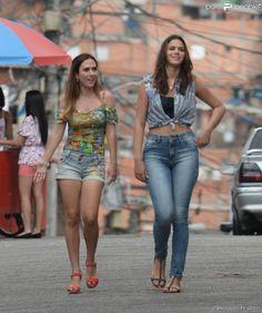 Mari (Bruna Marquezine) e Danda (Tatá Werneck) são demitidas no primeiro capítulo de 'I Love Paraisópolis', em 11 de maio de 2015