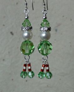 Peridot Swarovski crystals & pearls w/ rinestone rondelles, glass bead accents, and sterling silver ea rwire. from top of earwire to bottom of santas sparkly boots. Such a festive addition to the holidays Bead Crafts, Jewelry Crafts, Jewelry Ideas, Paper Crafts, Wire Jewelry, Beaded Jewelry, Beaded Christmas Ornaments, Peacock Christmas, Christmas Jewelry