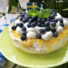 Marängårta med lemoncurd och blåbär
