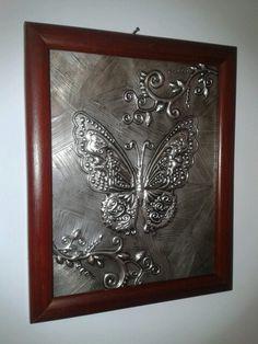 Mariposas en aluminio...!! Aluminum Foil Art, Aluminium Foil, Metal Embossing, Tin Art, Metal Crafts, Pewter, Crochet, Painting, Home Decor