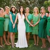 Madrinhas com vestidos iguais ou os mesmos tons | Gabi Chanas
