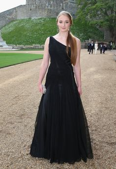 Pin for Later: Is Sophie Turner the Coolest Girl to Come Out of Westeros? Sophie Turner Wearing Ralph Lauren in May Maisie Williams Sophie Turner, Sansa Stark, Cara Delevingne, Kate Moss, Kate Middleton, Prinz William, Feather Dress, Glamour, Ralph Lauren Collection