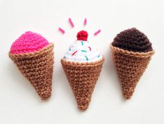 Ice cream and crochet? I'm not sure if there is a better combination! Ice cream combined with. Diy Christmas Ornaments, Crochet Accessories, Diy Crochet, Fort Worth, No Bake Cake, Little Ones, Free Pattern, Applique, Workshop