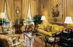 William R. Eubanks » Interior Design and Antiques » Press » South to Manhattan, a Luxurious Second Home