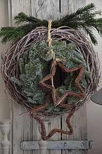 Adventsdeko außen Christmas decoration outdoor Christmas wreath looking like a ball with stars Find our handmade advent wreaths advent calendars and Christmas stoc. Christmas Porch, Outdoor Christmas Decorations, Country Christmas, Winter Christmas, Flower Decorations, Christmas Stockings, Christmas Wreaths, Christmas Crafts, Xmas
