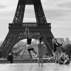 #Black and White picture of the #Trocadero.  #EiffelTower #Girls #Fun  #Paris   Photo: (c) mohamedkhalil.tumblr.com  Great artist, click  the link to have a look at his pictures :)  Planning a trip to Paris? Book a #room  at Cadran #Hotel www.cadran-hotel-gourmand.com