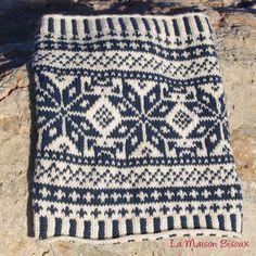 Free Pattern: Norwegian cowl by Ángela Gómez : free pattern Fair Isle Knitting Patterns, Knitting Charts, Knitting Stitches, Knit Patterns, Free Knitting, Knitting Scarves, Knitting Accessories, Couture, Double Knitting