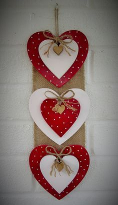 Valentine's day - Valentine crafts for kids - Valentine Crafts For Kids, Valentine Day Wreaths, Valentines Day Decorations, Valentines Diy, Holiday Crafts, Kids Crafts, Decoration St Valentin, Pinterest Valentines, Diy Valentine's Day Decorations