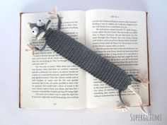 Amigurumi Crochet Bookmark Pattern in Dutch with photo support. : Amigurumi Crochet Bookmark Pattern in Dutch with photo support. Marque-pages Au Crochet, Crochet Amigurumi, Crochet Motifs, Single Crochet Stitch, Crochet Books, Crochet Stitches, Free Crochet, Crochet Patterns, Crochet Bookmark Pattern