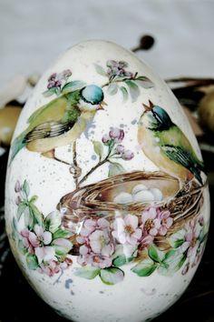 Ostereier dekorieren mit der Decoupage-Technik-Vogelnest Frühlingsmotiv