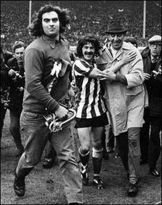 1973 FA Cup final -fans invade at the conclusion Sunderland Football, Sunderland Afc, Buffalo Wild, Sir Alex Ferguson, Fa Cup Final, Football Hall Of Fame, North East England, Retro Football, Wembley Stadium