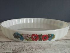 Items similar to Pyrex Poppy Tart Dish // Pie Flan Quiche Dish // Pyrex England // Floral Pattern // // Made in England on Etsy Quiche Dish, Vintage Pyrex, Flan, Pie Dish, Flower Power, 1980s, Poppy, Tart, Floral Design