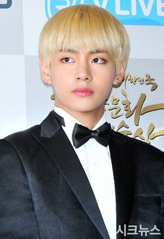 161027 #BTS at the Red Carpet of 2016 Korean Popular Culture and Arts Awards || #BloodSweatTears | #KimTaehyung #V