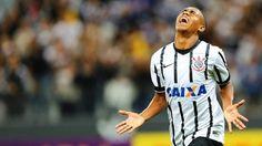 Malcom comemora gol na vitória sobre a Portuguesa - Gazeta Press
