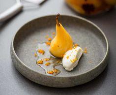 - Inkokt päron med stjärnanis- och vaniljsmak samt apelsingrädde - star anis-vanilla Pear served with Orange-Whipped Cream