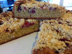 Grabbing life by the kettlebells...: Berry Crumble Cake...