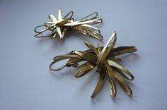 Boucles d'oreilles Fagot www.sissibrindacier.com Boucles d'oreilles en laiton martelé