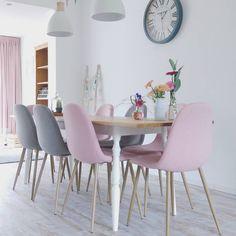 #Kwantum repin: Stoel Londen > https://www.kwantum.nl/meubelen-stoelen-eetkamerstoelen-stoel-londen-roze-1323183, @jes_at.home Heerlijk vakantie! En de Plivitic meren zijn indrukwekkend. We waren ontzettend vroeg opgestaan om de drukte voor te zijn, waardoor we in alle rust konden genieten! 8 uur gewandeld. Vandaag een regenachtige dag in een wat minder inspirerende omgeving! Tijd om even uit te rusten. En thuis ook even heel erg te waarderen. Maar thuis laat nog even op zich wachten want…