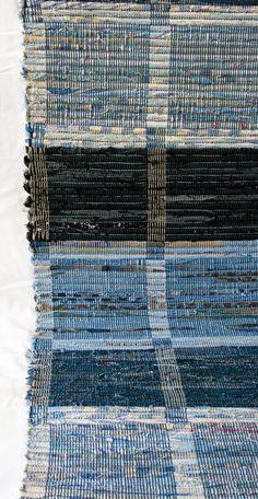 inspir är en blogg om vävning, om att väva mattor, om att väva bruksföremål, om att tänka vävning - vävtankar alltså. Textile Fabrics, Home Textile, Textile Design, Woven Rug, Woven Fabric, Loom Weaving, Hand Weaving, Designer Bed Sheets, Weaving Projects